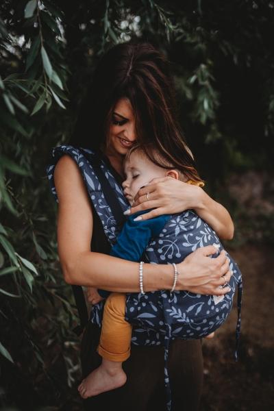 LIMAS Babytrage Flex Flora Midnight Blue